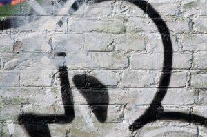 Nevzhledné graffiti na ulicích