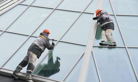 Důkladné umytí střešních oken déšť nezajistí!