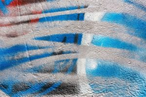 Odstranění graffitů z fasády