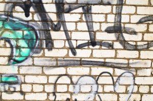 šetrné odstranění graffiti z fasády