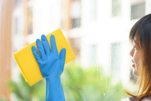 Focení je vznešený koníček. Výškové čištění fasád, oken Brno. Odstranění polepů, reklam, barev