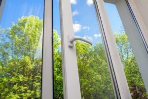 Jak vyleštit okna beze šmouh