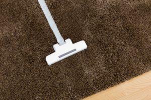 pravidelné čištění koberce