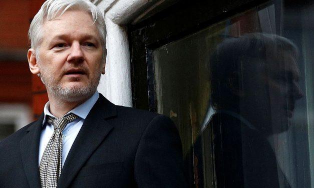 Rusové chtěli propašovat Assange zekvádorské ambasády
