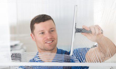 """Mytí vysokých oken v cihlových domech? Bez firmy """"Výškové mytí oken Brno"""" děsivá představa"""