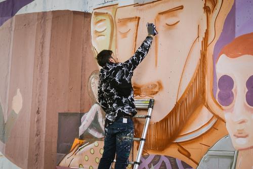 Odstranit graffiti snadno a rychle? Když máte antigraffitový nátěr, pak je to možné
