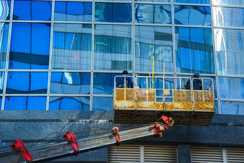 I kvalitní mytí oken v Praze vyžaduje speciální prostředky