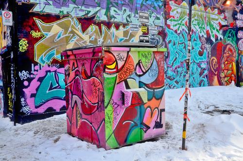 Nenáviděné graffiti, jak proti němu bojovat. Čištění fasád od graffiti. Proti grafitové nátěry Praha