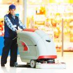 čištění podlahy strojem