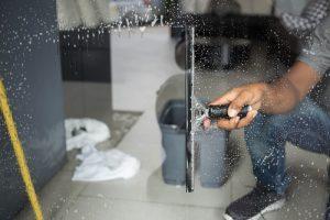 mytí prosklených budov