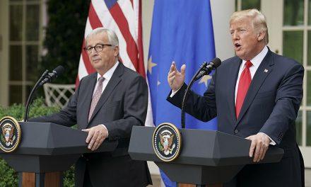 Obchodní válka mezi USA aEU se zatím odkládá