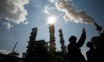 Benzín aropa jsou nejdražší za čtyři roky. Bude hůř, nebo to Trump zařídí?