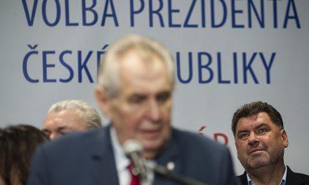 Ředitel BIS dostal pochvalu: Zeman ho podruhé odmítl vyznamenat