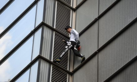 Man Dubbed 'French Spiderman' Arrested After Scaling London Skyscraper With No Safety Gear