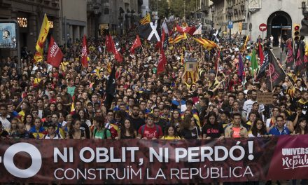 Over 180,000 Catalonian Independence Protesters March on Anniversary of Referendum