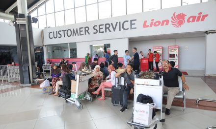 'Panic and Vomit': Passengers on Downed Lion Air Jet's Previous Flight Recall Harrowing Trip