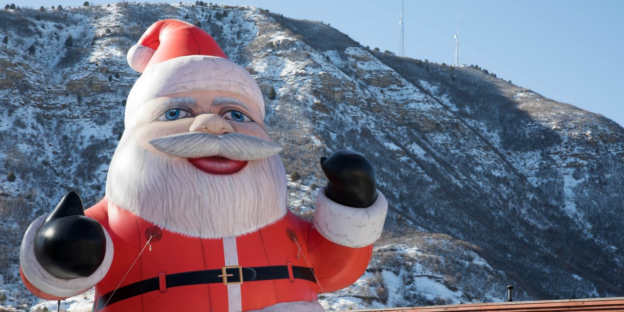 Massive Inflatable Santa Claus Trying to Get an Early Start Causes Merriest Traffic Jam Ever
