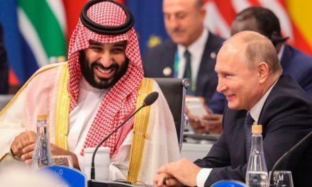 Watch Vladimir Putin and Crown Prince Mohammed bin Salman Embrace at the G-20