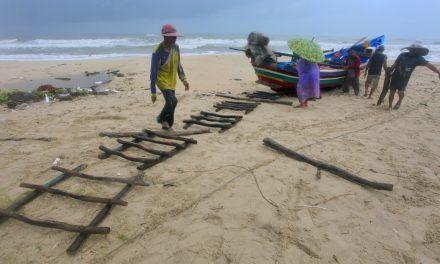 Thailand Braces for a Powerful Storm Heading Toward Southern Beach Towns