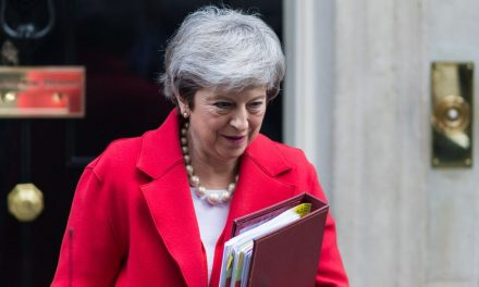 U.K. Parliament Votes to Hold Theresa May to Her Promise if Her Withdraw Deal Doesn't Win