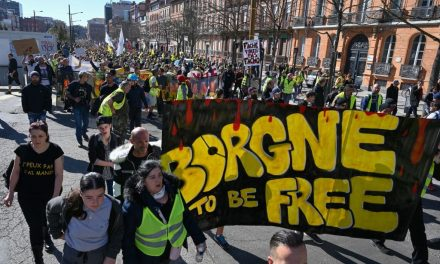 Re-Energized 'Yellow Vest' Protestors March in France for 15th Straight Weekend