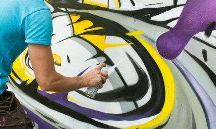 Graffiti a sprejeři nepůsobí jen ve velkoměstech, proto je vhodné bránit se prevencí