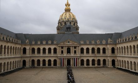 Mourners Line Up to Pay Tribute to Late French President Jacques Chirac