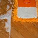 čištění podlah od vápna